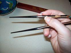 Как держать палочки