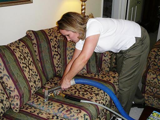 Как очистить диван из флока в домашних условиях