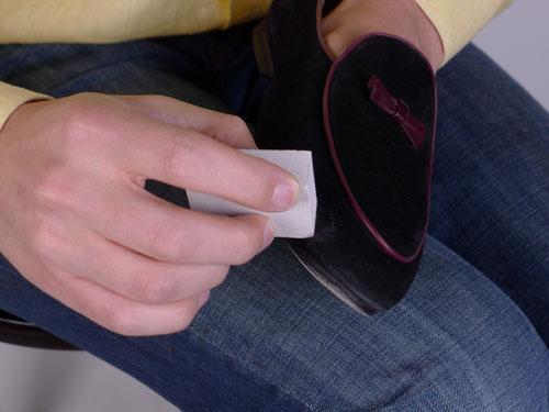 Как отмыть замшевую обувь