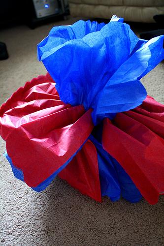 Как сделать большой бумажный шар-цветок?